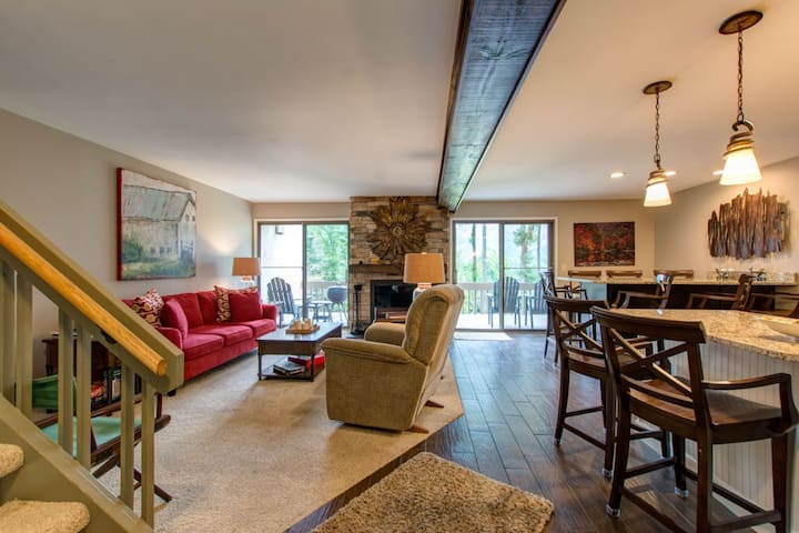 3 bedroom condo with gorgeous view of private lake