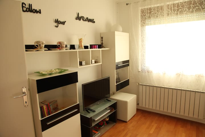 Charming & sunny 50m2 apartment in Vrbani 3. - Zagreb - Apartment