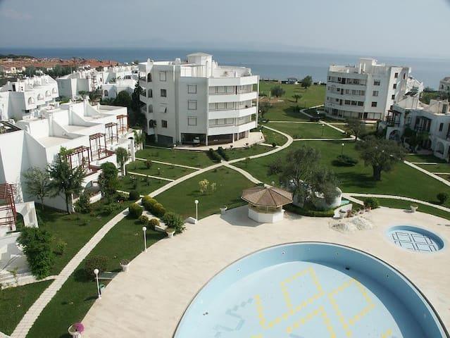 ida tatil sitesinde deniz e cok yakin - Edremit