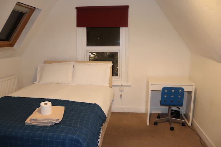 Cosy Double Room Town center Free WiFi