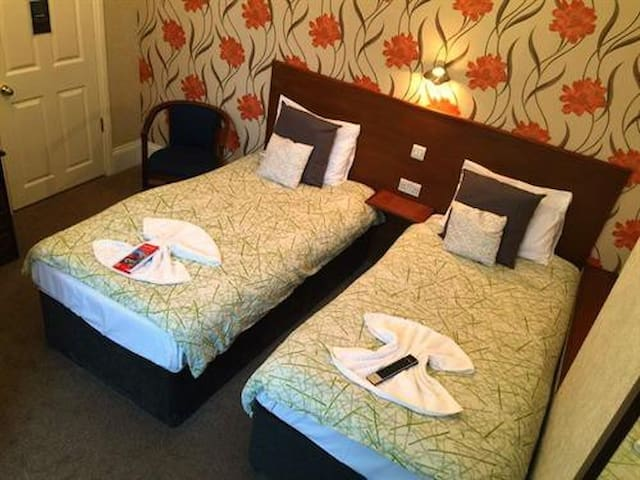 Twin room - Charlotte Guest House