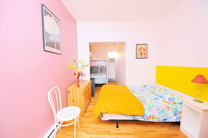 Jasmine Intermediate - Room 52 - Montréal - Apartment