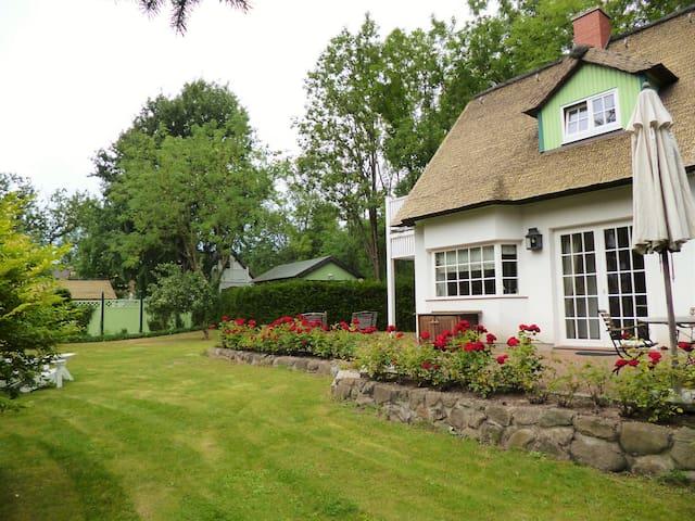 Mit großem Garten: Ferienhaus Leuchtturm