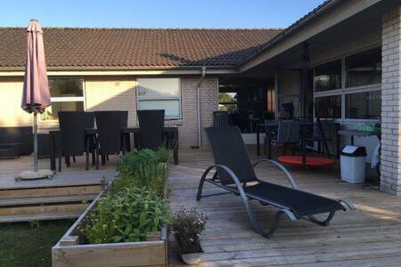 Family-home in the heart of Billund - Billund - House