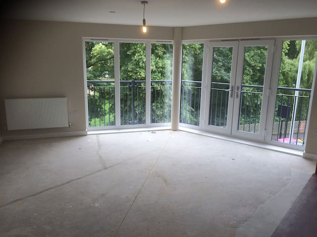 Luxury brand new apartment to rent out. Furnished.