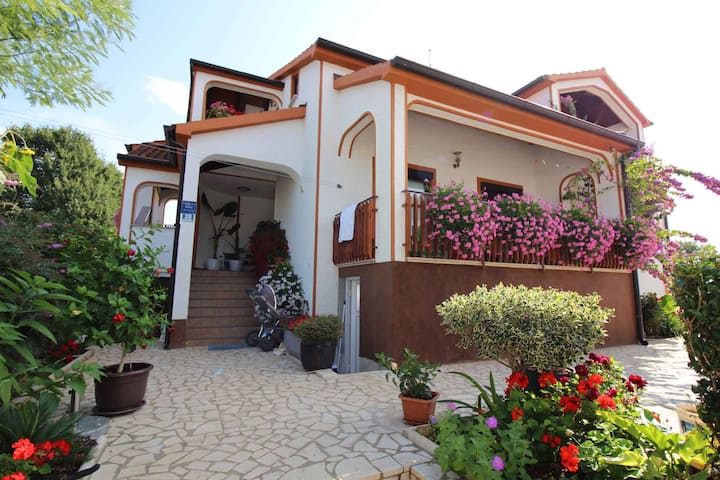 apartment for 2+1 persons in Funtana R10939
