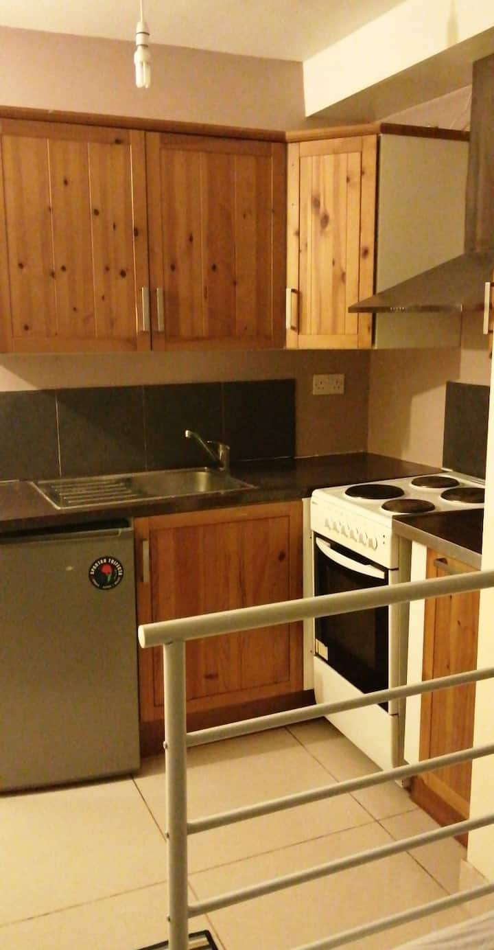 Ground floor, 1 bed with private kitchen/bathroom