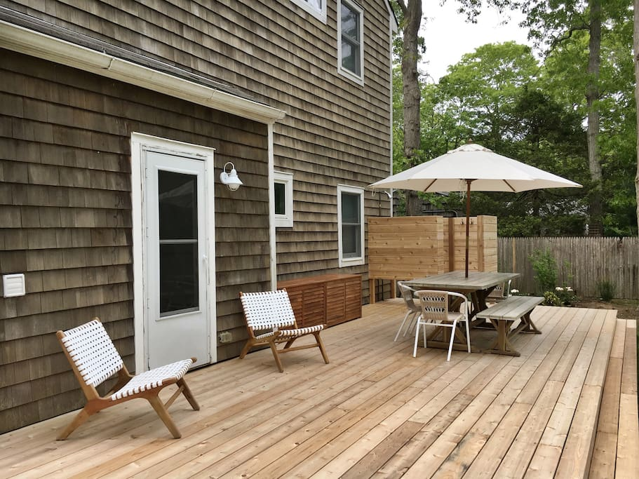 Large back deck with outdoor shower.
