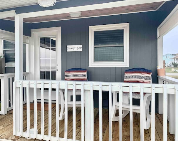 Sandpiper ~ Beachfront Cottage (pet-friendly)