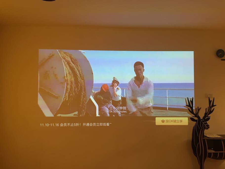 客厅超大投影屏幕、极米最新型号、超清