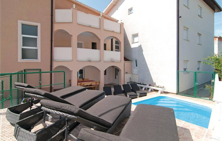 Holiday apartment with 2 bedrooms on 58m² in Kastel Gomilica