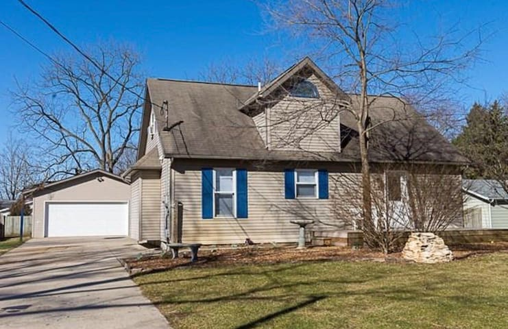 Cozy Elkhart Family Home 35 Mins From Norte Dame