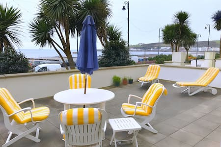 Luxury Seafront Apartment with Terrace & Bay View - Departamento