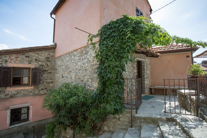 Ca' Vergì, charming little house in an old village - Vezzano Ligure