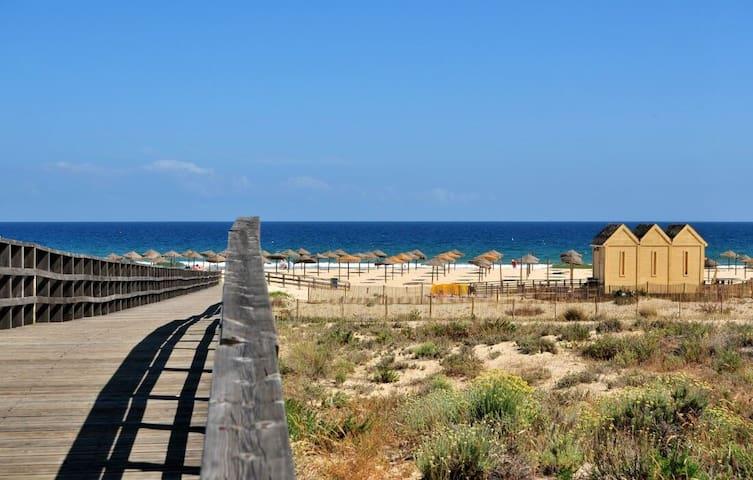 Moradia , na Praia da Manta Rota