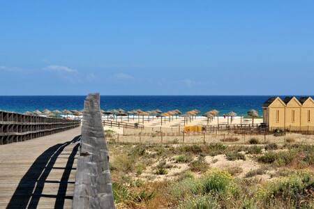 Moradia , na Praia da Manta Rota (Sol e Praia)