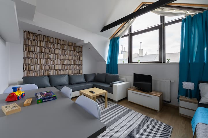 Station Apartment close to Central Train/Old Town