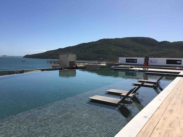 Apto novo, design, piscina, vista magnífica do mar