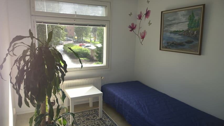 Room near the University - Oulu - Pis