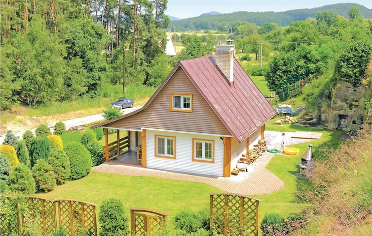 Holiday cottage with 2 bedrooms on 61 m² in Jestrebi-Ujezd