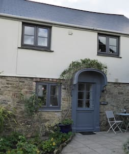 Cider House - Romantic roses over door cottage - Totnes