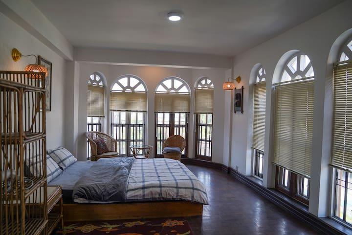 Paradise on top/double Bed room.大使馆附近别墅 一大床雅房3F