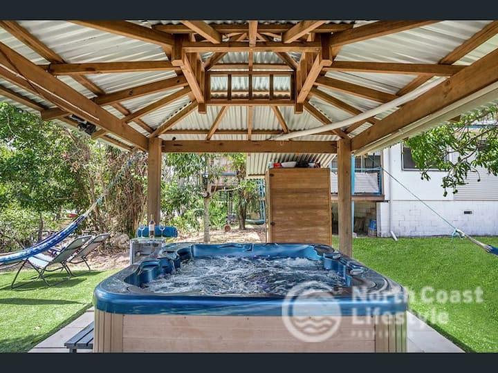 River & Beach House + Kayaks, SUP, Spa, Sauna