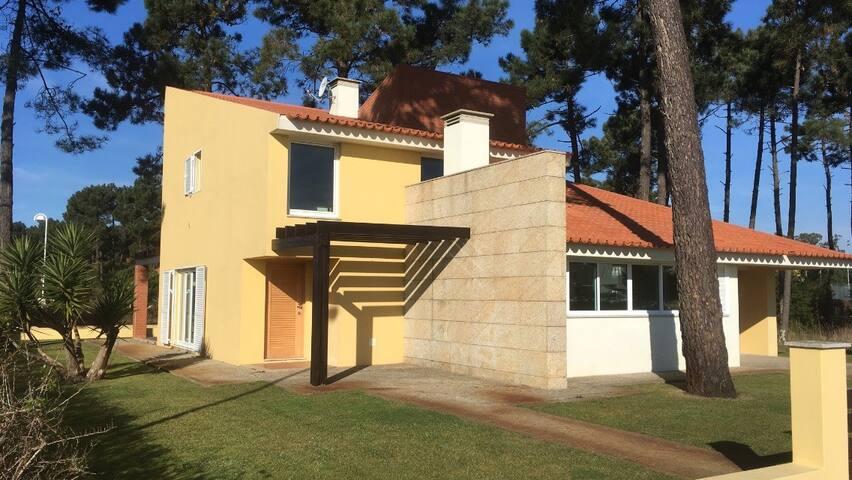 Golden Waves Surf Lodge for 18-20 people - Ovar - Villa