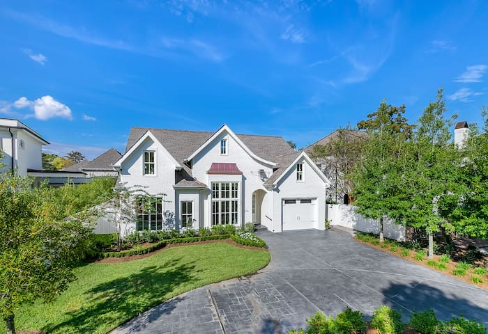 Exquisite residence in Metairie Club Gardens