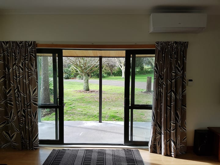 Idyllic Rotorua Haven: Kōtare Cottage