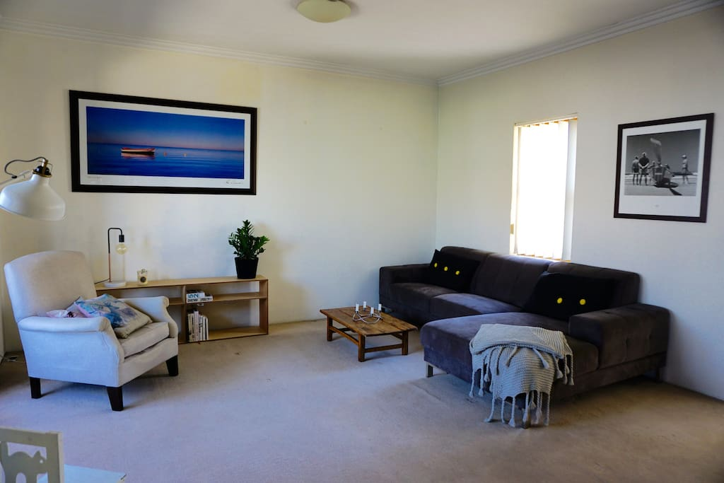 Living area with 3pp lounge.