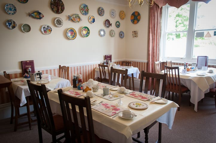 B&B close to Gatwick - Horley - Bed & Breakfast