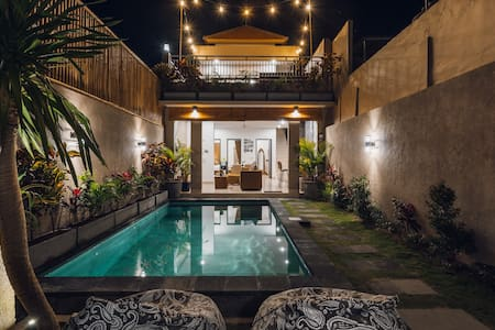 Perfectly Located, 7min Walk to Beach/Seminyak Sq!