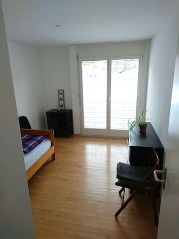 Zentrales Zimmer im Skigebiet - Ilanz - Lägenhet
