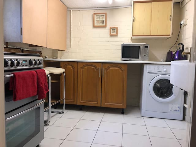 Lovely 2 bedroom independent section with parking
