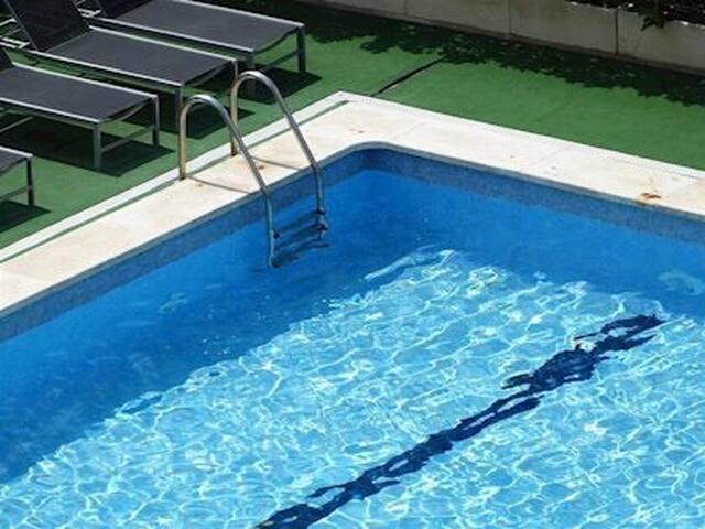 Estupendo apartamento en zona nueva con piscina