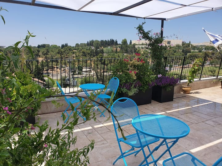 Family Hotel room in Nachlaot, Jerusalem