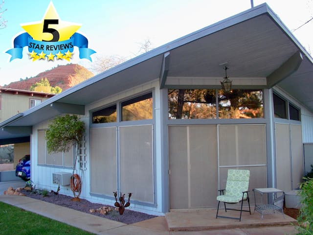 Quiet Comfy Home, Spa, Private Yard, Hiking & WiFi