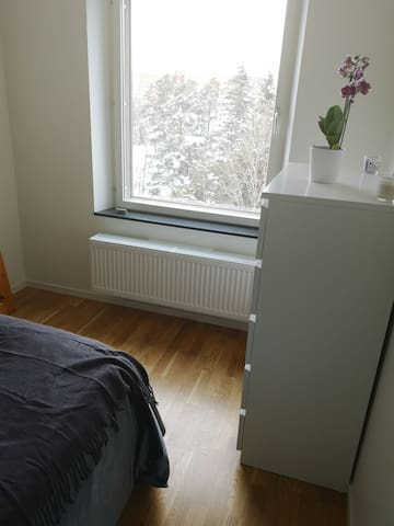 Fresh room in apartment 25 min from Stockholm C