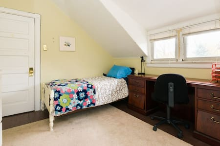 Lovely private room in big house near city.