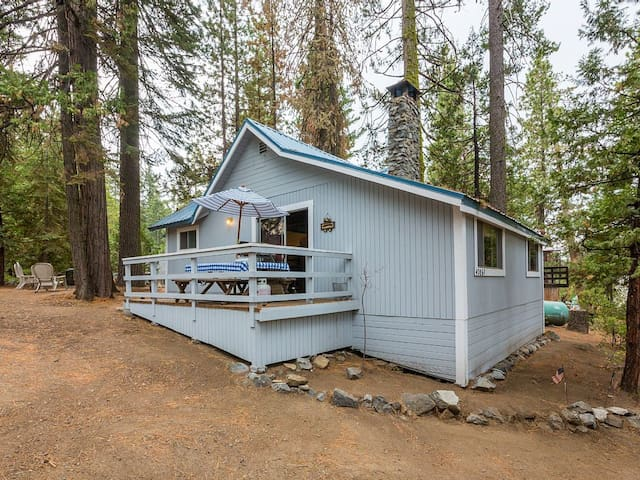 Cute 2/1 West Village Cabin on Madrone Lane - Shaver Lake - Cabana
