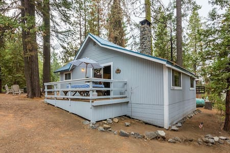 Cute 2/1 West Village Cabin on Madrone Lane - Shaver Lake - Stuga