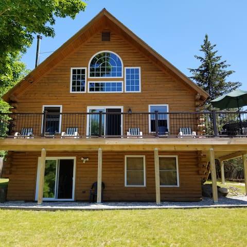 "The ""moosehouse"" log cabin house"