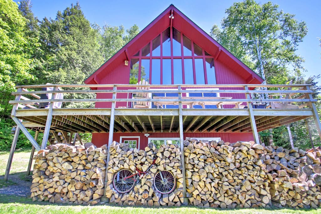 Built in 1971, the home is an authentic ski house with old-shcool charm.