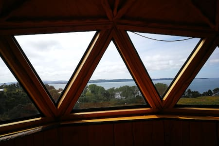 Cabaña domo matrimonial con vista al mar.