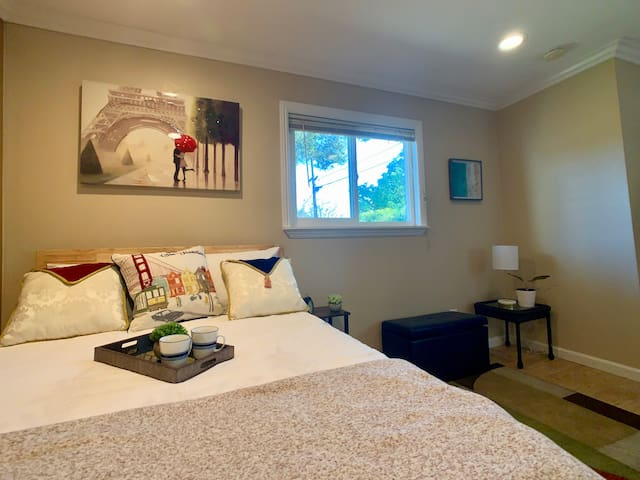 Charming private studio with Kitchenette in upscale quiet neighborhood, yet close to everything.