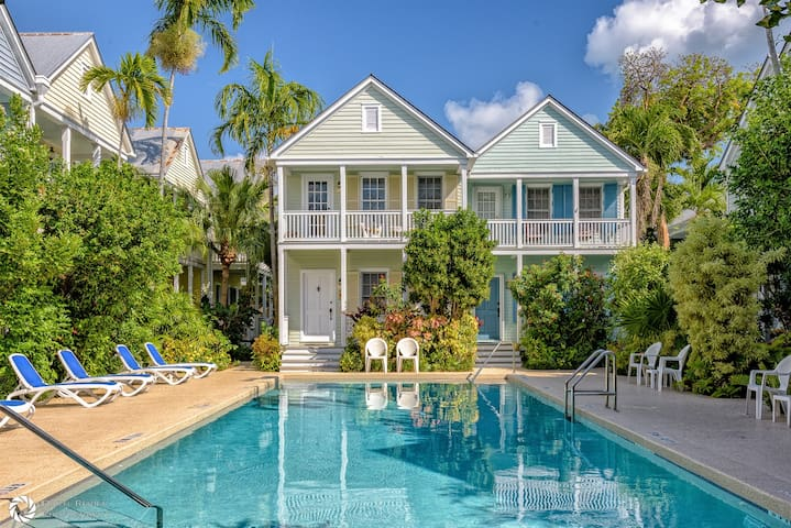 Windward Breeze- Sleeps 4 Adults
