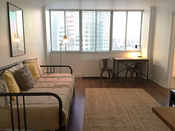 Mid/Downtown, Simple & Refreshing 1-Bedroom Condo