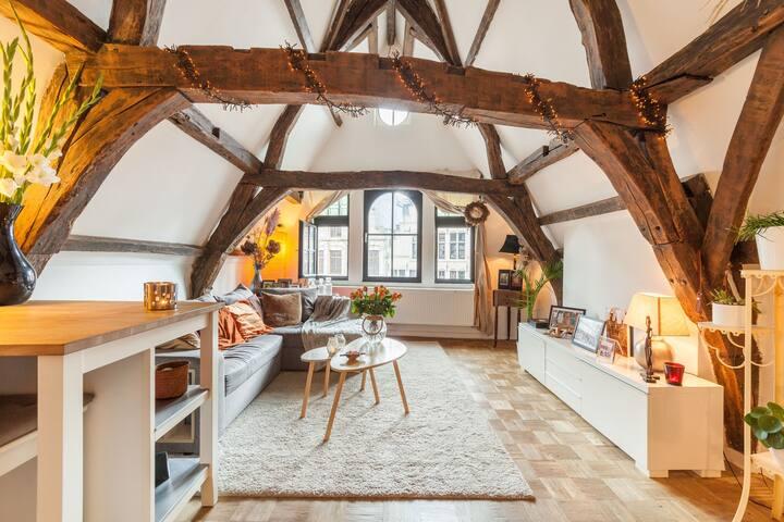 Masterbedroom in ruim appartement op Grote Markt