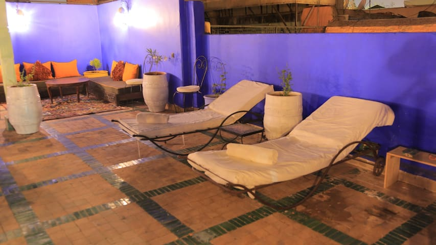 Petit riad familiale ,  medina avec piscine